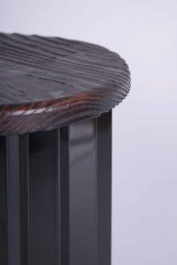 tabouret design JPN en dibond et bois brûlé