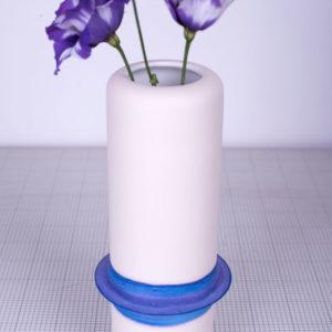 Vase en faïence avec dégradé de couleur bleu